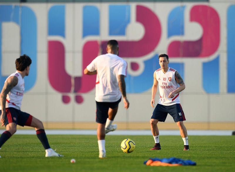Arsenal players go on a desert safari in Dubai 4
